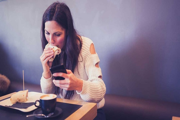 Avoid Distractions during Meals | healthy weight loss